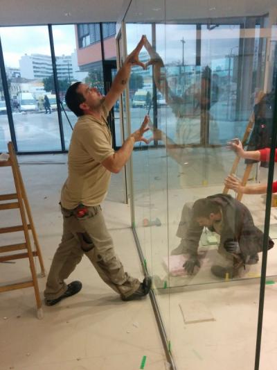 280 Laufmeter Glastrennwand